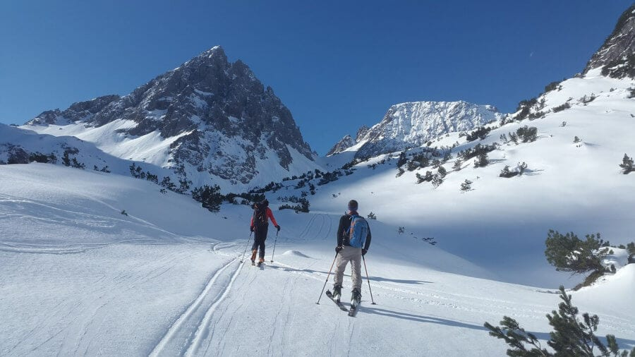 Skiers in mountains-I want to move abroad. where do I start?