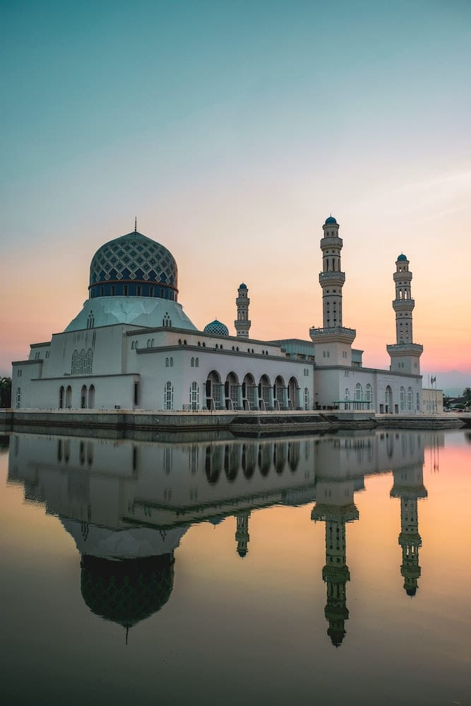 mosque on water with reflection: Kota Kinabalu Itinerary