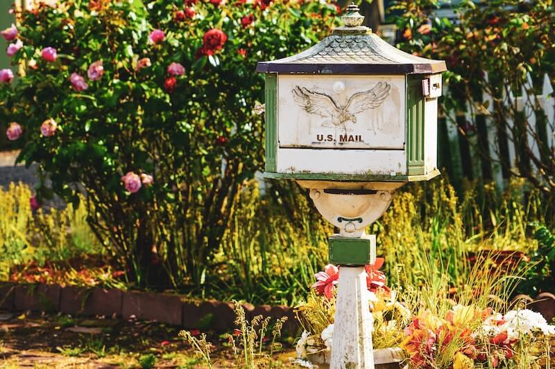 Best Mail Forwarding Service: How to Get Your Mail While You're Living on the Moon